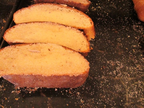 "Rebanadas con mantequilla (""sliced bread with butter"")"