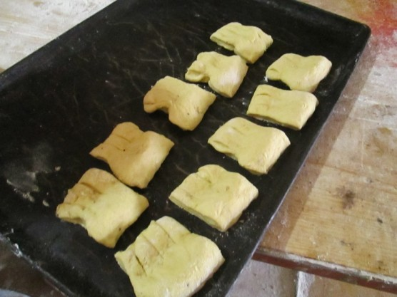 "Peinetas de crema (""Spanish combs"" with cream)"