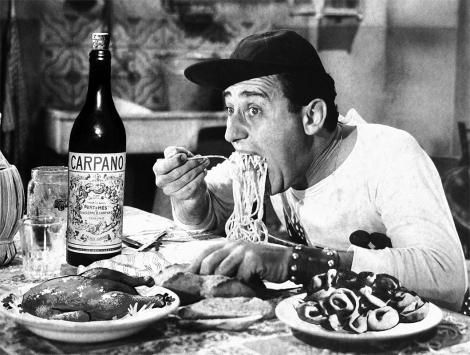 alberto sordi eating.jpg