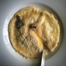 uova da raviolo served